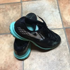 Womens Brooks shoes Launch 3 size 8.5